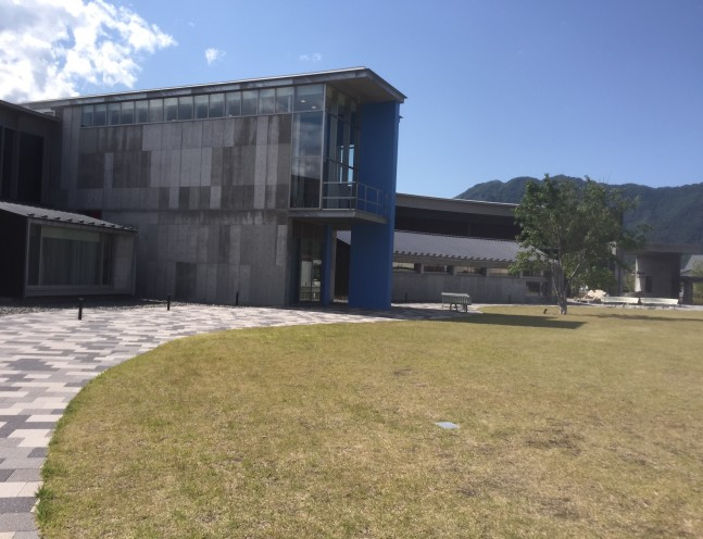 昼の美術館